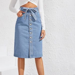 Casual Corner • petite vintage button jean skirt